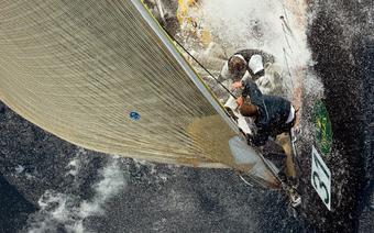 Porady żeglarskie: Żeglujemy na fali